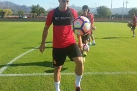 Julio Pleguezuelo, cedido por el Arsenal, ya entrena con el Mallorca