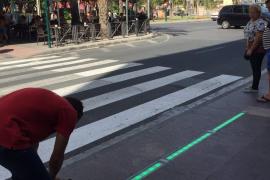 Instalan un semáforo para adictos al móvil en Elche