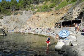 El mar engulle la playa de la Cala de Deià, que no se recuperará de forma natural