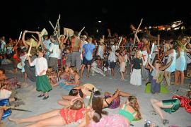 Los moros y cristianos toman la playa de Sant Elm