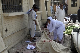 Un atentado suicida causa 63 muertos y 101 heridos en un hospital de Pakistán