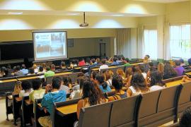 La UIB prohíbe el uso de los dispositivos móviles en el aula