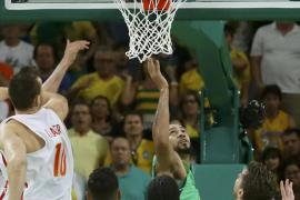 España se complica al perder ante Brasil
