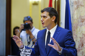 La teatral escenificación de Rivera abre las puertas a Rajoy para ser investido presidente