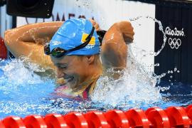 ¿Por qué llevan dos gorros algunos nadadores?