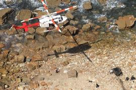 Mueren dos personas al caer su coche 40 metros por un acantilado