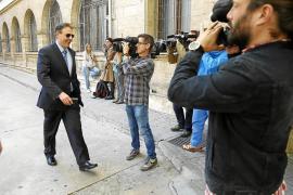 El juez imputa a doce policías locales de Palma por cohecho y extorsión
