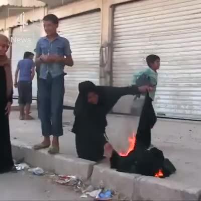 Llantos de alegría en Manbij tras liberarse del yugo del EI