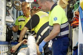 Herida grave una mujer que cayó desde un coche en marcha en la autopista del aeropuerto