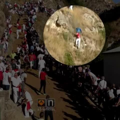 Fallece una mujer al caer por un barranco durante el encierro de Falces