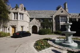 Hugh Hefner vende la mansión de Playboy por 100 millones de dólares