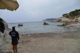 Reabierta a los bañistas la playa de Cala Blanca