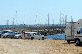 Malestar en sa Ràpita por la proliferación de coches aparcados en la zona litoral protegida