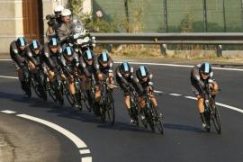 El Team Sky se lleva la contrarreloj por equipos y coloca a Kennaugh como líder de La Vuelta