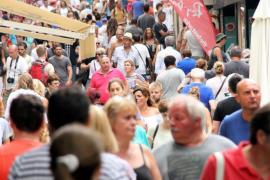 Los ciudadanos aceptan la saturación turística porque los beneficios superan a las desventajas