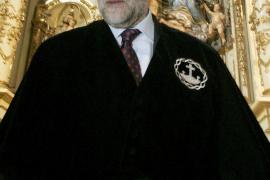 Blanco arremete contra Rajoy, que «lleva de huelga varios años»