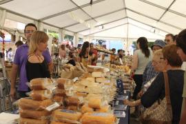 Una Fira d'Alcúdia con miles de visitantes abre la temporada de ferias de otoño