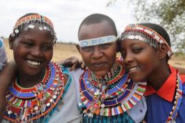 Jóvenes masáis sustituyen la mutilación genital femenina como rito por el corte de pelo