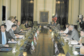 Vicens pide que los cambios en los descuentos aéreos se «consensúen» con el Govern