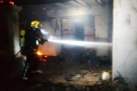 Un incendio de origen eléctrico arrasa una casa en Formentera