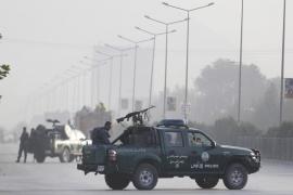 Diez horas de disparos acaban con 17 muertos en la Universidad de Kabul