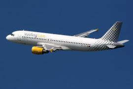 Un avión debe volver a aterrizar en Palma tras impactar con un ave