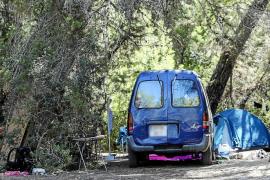 Vecinos del Port des Torrent denuncian el levantamiento de un campamento ilegal