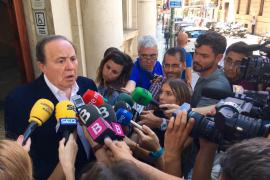 El juez ordena el alejamiento de Rodríguez de las dependencias municipales