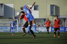 El Atlètic Balears remonta con diez y se lleva el derbi en el descuento
