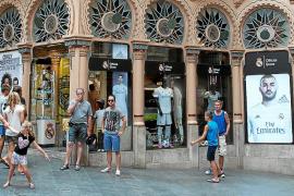 Arca reclama a Cort que regule la imagen de los comercios del centro