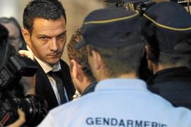 Kerviel, condenado a cinco años de cárcel y a pagar 4.900 millones de euros