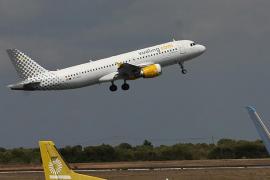 La tripulación de un vuelo entre Barcelona y Eivissa a una pasajera: «Dilo en castellano»