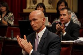 El PP dice que Antich debería presentar una «cuestión  de confianza» si no consigue aprobar los Presupuestos de 2011 y éste le reta a hacerlo
