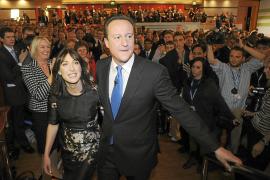 Duras críticas de los conservadores a los recortes sociales de Cameron