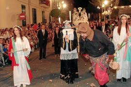 Estallido de devoción en la procesión de la Beata de Santa Margalida