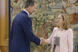 El Rey trata con Pastor la situación tras la investidura fallida de Rajoy