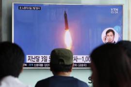 Corea del Norte dispara tres misiles de medio alcance al Mar de Japón