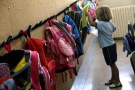 Mochilas con ruedas para evitar que los escolares tengan dolor de espalda