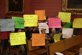 Protesta de los cazadores en el pleno del Consell de Mallorca