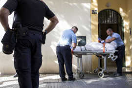 Hallan los cadáveres de una mujer y dos de sus hijos en Málaga