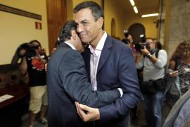 Sánchez acusa a C's y a Podemos de imponer vetos
