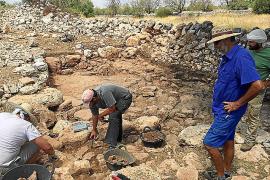 El poblado talayótico de las Talaies de Can Jordi aflora todo su pasado
