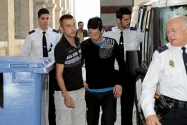 Piden 24 años a tres hombres por intentar matar a un joven en el Passeig Marítim
