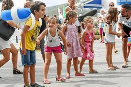 Familias y niños aprenden primeros auxilios de la mano de Cruz Roja Ibiza