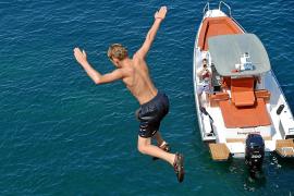 La peligrosa moda de 'saltos al acantilado' pone en jaque a la Policía Local de Calvià