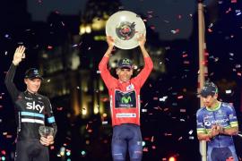 Quintana celebra en Cibeles el sueño rojo de la Vuelta