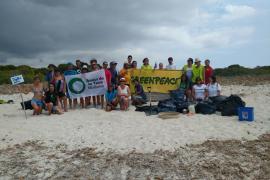 Amics de la Terra pide civismo a los usuarios de las playas ante la acumulación de residuos
