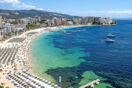 Las expulsiones de turistas incívicos en los hoteles de Magaluf suben un 50% este verano