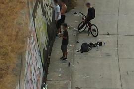 'Cazados' dos grafiteros pintando las paredes del Torrent de sa Riera