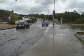 El temporal de lluvias provoca incidentes en locales y calles de Palma y Calvià